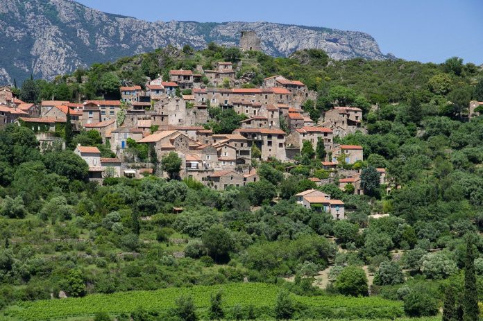 Village près des cascades de la Vis