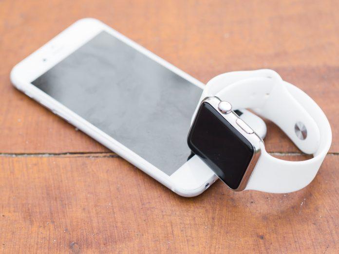 Une montre connectée au smartphone