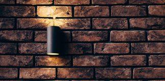 mur en brique lumière