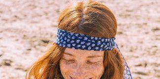 bandana femme dans les cheveux