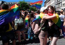 site qui fait référence dans la communauté LGBT : https://www.boutique-lgbt.fr/